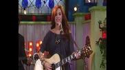 Деми Ловато пее невероятно в Съни на алеята на славата