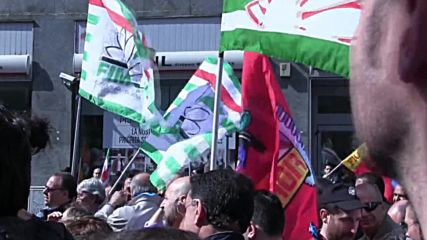 Italy: Striking metal workers call for increased wages in Milan