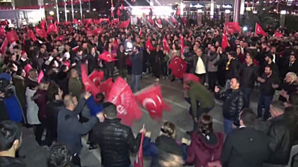 Turkey: Opposition supporters celebrate Ankara election win