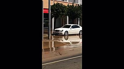 Spain: Vehicles jammed in flooded streets following torrential storms in Lepe