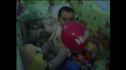 Бебе - Игра С Балонче