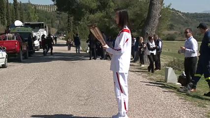 Мария Габриел стана четвъртият факлоносец на Олимпийския огън