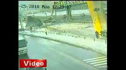 Пиян шофьор срутва огромен мост с камион !!