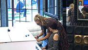 Миглена Ангелова и Ирина Тенчева свирят на пиано