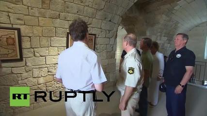 Русия: Путин обиколи крепостта Константиновский в Севастопол с високопоставени членове на парламента