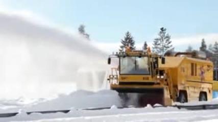 Как се почистват заснежените пътища в Швеция!