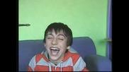 Момче С Ужасно Дразнещ Смях