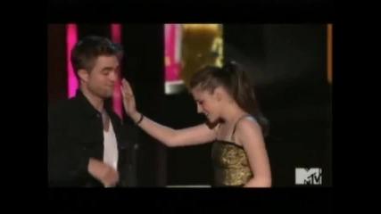 Kristen Stewart and Robert Pattinson - Best Kiss - Mtv Movie Awards 2010