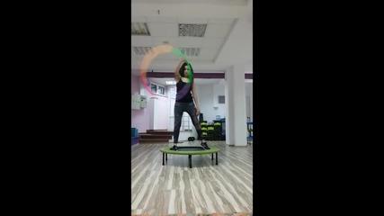 10 идеи за упражнения на батут - fit jumping