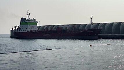Spain: Tanker docks in La Palma to supply water following volcano eruption