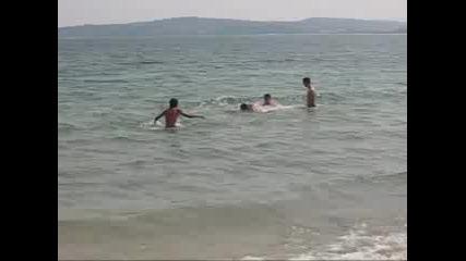 Софиянци (Псевдо Ръгбисти) Излизат От Море