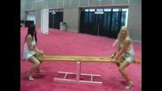 Diana Doll и jennifer Dark си играят на люлка за възрастни