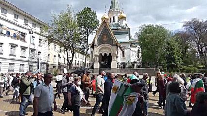 Bulgaria: Protesters rally in Sofia against President Radev