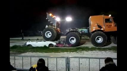 Чудовищен камион