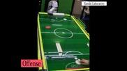 Игра на въздушен хокей с интелигентен робот, кой ли ще победи?