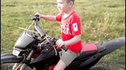Малък мъж с мотор