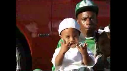 Lil Boosie Показва Джобните :)