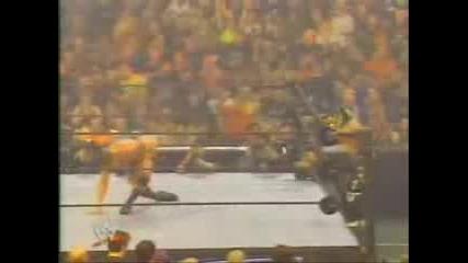 rey mysterio взривява публиката и разбива противниците си