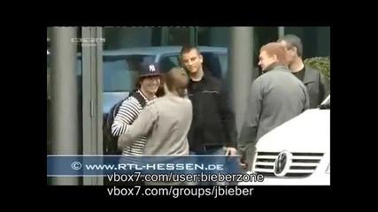 * Justin Bieber си удря главата на вратата в Германия 21 май 2010