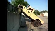 Hummer H1 Изкачва Вертикална Стена