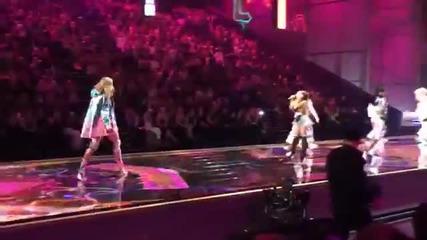 Превъзходно представяне от Ариана Гранде! Victoria's Secret Fashion Show