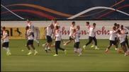 Холандия тренира след разгрома на Испания