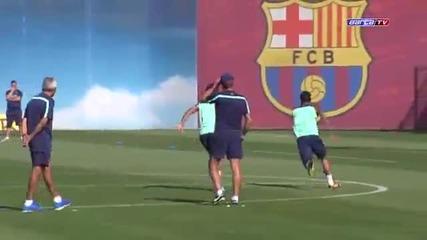 Футболистите на Барса се забавляват на тренировка !