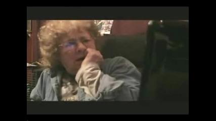 Смешни Реакции На Баба, Която Гледа Порно