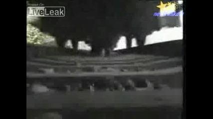 Мъж Заснема Как Лежи Под Минаващ Влак!!!