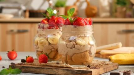 Шоколадов трайфъл с банани и ягоди