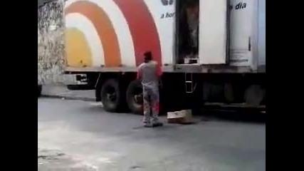 Смях! разтоварване на кутии