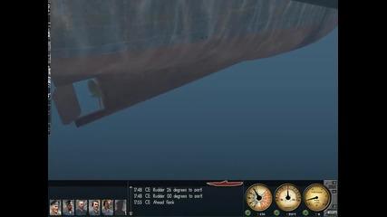 Подводница минава през кораб