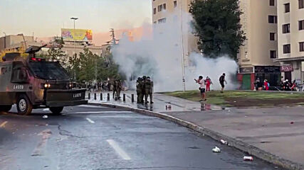 Chile: Police use water cannon and tear gas against protesters in Santiago