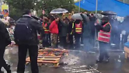 France: Striking workers blockade waste treatment centre in labour law protest
