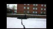 Преминаване през замръзнал канал