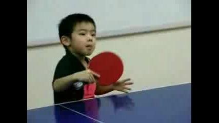 Момче На 4, 5 Г. Играе Тенис