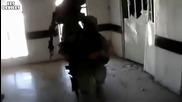 Войници срещу изкъртена врата - смях