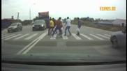 Камион не може да спре на пешеходна пътека