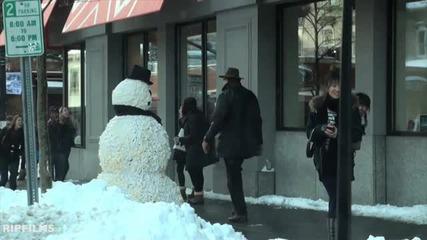 * Смях * Снежен човек не се отказва