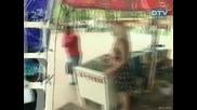 Голи  И Смешни - Скрита Камера Надарена Продавачка На Сладолед( Супер Качество )