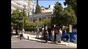 Гръцкото правителство се споразумя по основните точки за икономии