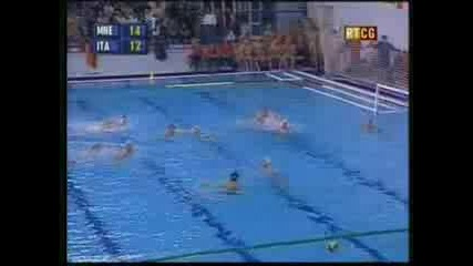 Waterpolo - Goal Calcaterra Back Hand Shoot