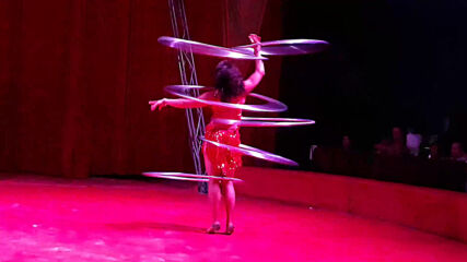 Цирк ''Арена'' в Бургас 2020. Еми Велкова - обръчи! (Full length)