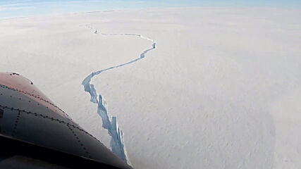 Antarctica: Gigantic iceberg separates from Brunt Ice Shelf