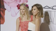 Jessica Alba Glams Up Paris Fashion Week