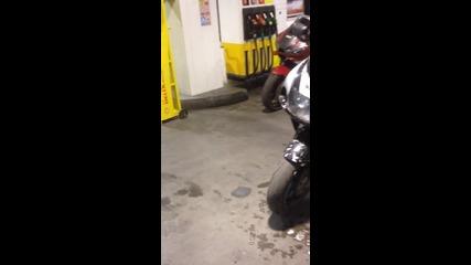 Как се мие мотор на бензиностанция Shell
