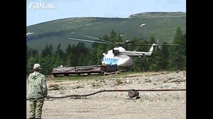 Хеликоптер се разбива при тренировка!