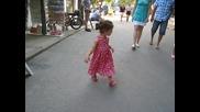 Мими танцува