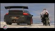 Yamaha R1 срещу Porche gt3 на сняг