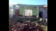 Срутване на къщата.